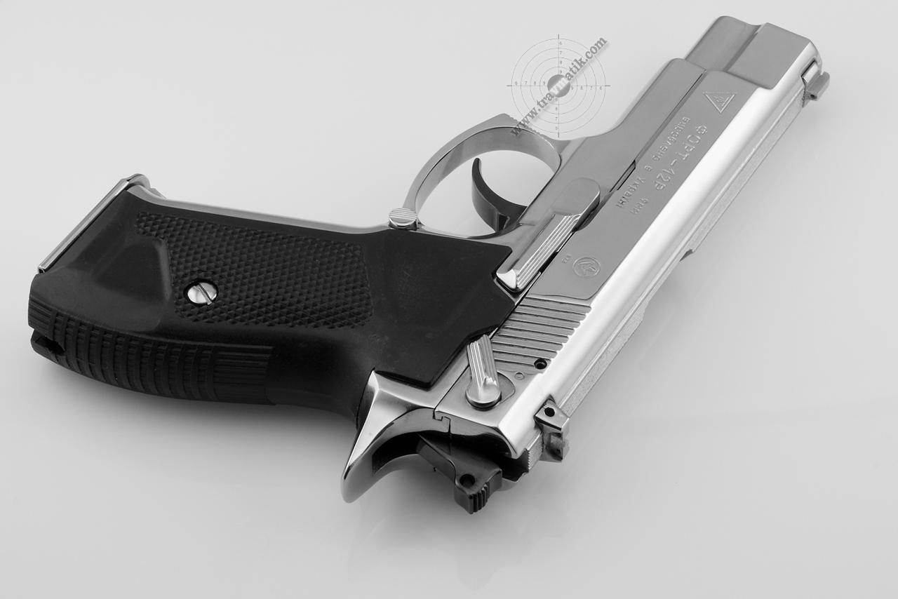 Травматический пистолет Форт-12Р в никелированном исполнении.